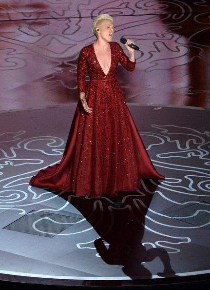 Pink trình diễn tại lễ trao giải Oscar