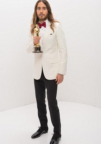 Sao tạo dáng với tượng vàng Oscar