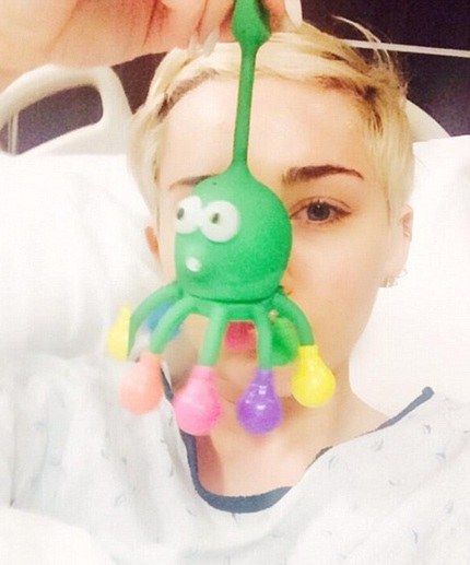 Miley Cyrus buộc phải hủy bỏ đêm diễn tại Kansas tối 15/4 vì phải nhập viện cấp cứu.