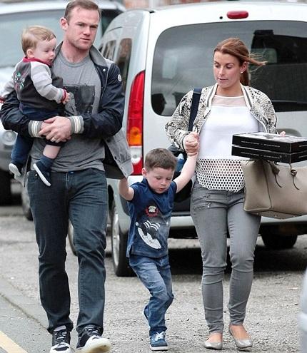 Wayne Rooney và vợ con cùng đi chơi nhân dịp trận bóng đá của đội MU bị hủy.