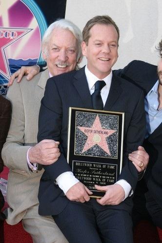 Arnold Schwarzenegger đưa con trai Patrick tới buổi công chiếu bộ phim