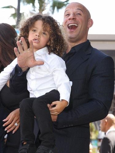 Cậu con trai Vincentđược nam diễn viên nổi tiếng của loạt phim
