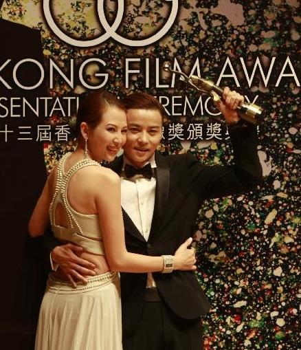 Vợ chồng Thái Thiếu Phân đẹp đôi trên thảm đỏ.