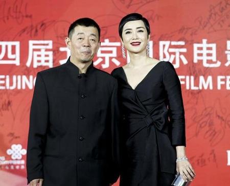 Vợ chồng nghệ sĩ Tưởng Văn Lệ luôn xuất hiện với hình ảnh hạnh phúc, ngọt ngào đáng ngưỡng mộ.