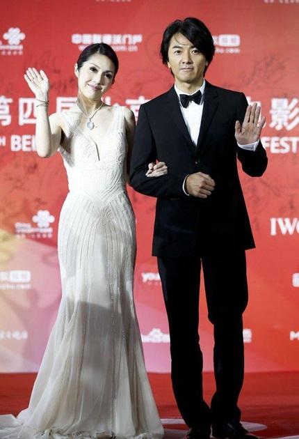 Dương Thiên Hoa sánh đôi cùng bạn diễn Trịnh Y Kiện