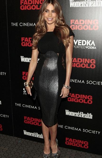 Sofia vẫn sở hữu vẻ đẹp cuốn hút và tự tin khoe dáng trong buổi giới thiệu phim