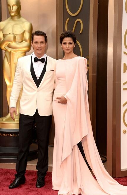 Sao giành giải Oscar sánh đôi cùng bà xã xinh đẹp