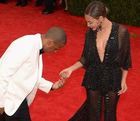 Jay Z dành cho bà xã nhiều cử chỉ tình tứ trên thảm đỏ