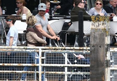 Hai vợ chồng Chris Hemsworth trông thật hạnh phúc.