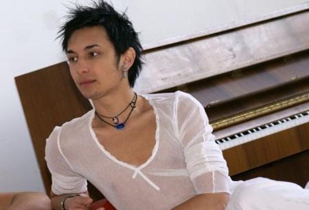 Conchita Wurst khi còn là Thomas Neuwirth trong nhóm nhạc Jetzt Anders