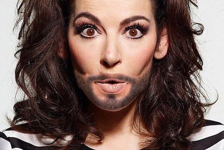 Conchita Wurst tự hào với vẻ ngoài nửa nữ tính, nửa nam tính của mình.