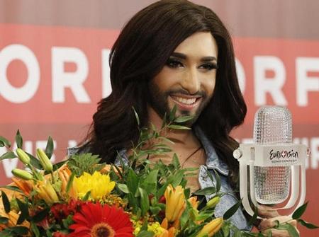 Conchita Wurst hài lòng với cuộc sống hai giới tính của mình.