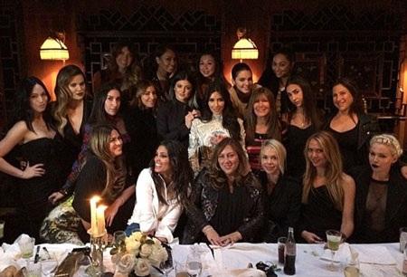 Kim đã có một bữa tiệc chia tay cuộc sống độc thân vô cùng đáng nhớ và vui vẻ
