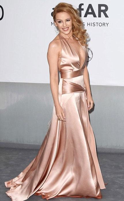 Diva nước Úc đẹp dịu dàng và duyên dáng