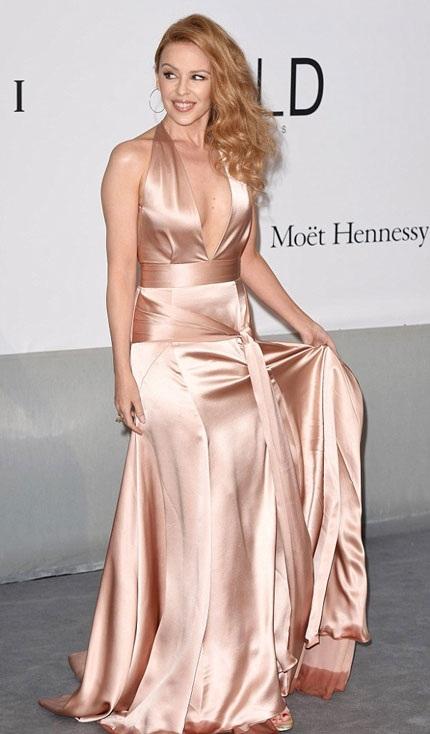Kylie Minogue và ngôi sao kỳ cựu Jane Fonda tạo dáng trước các phóng viên.