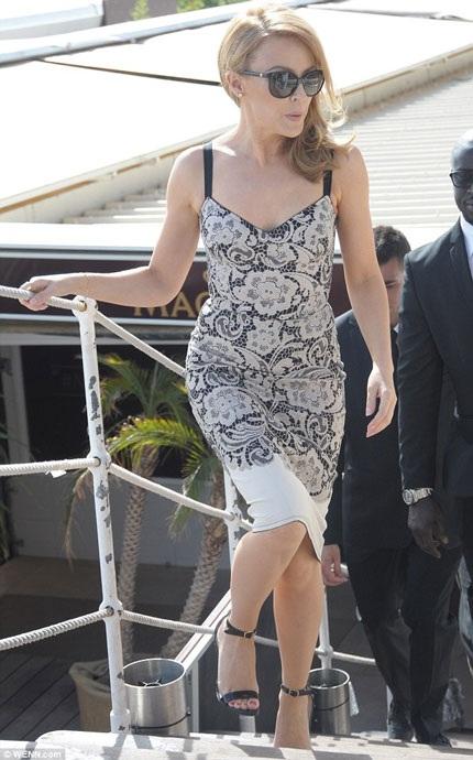 Kylie cho hay, cô sẽ có mặt tại Pháp tới ngày 25/5 tới, ngày bế mạc LHP quốc tế Cannes.