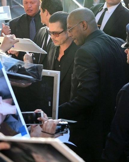 Cặp tình nhân nổi tiếng của Hollywood thu hút sự chú ý của giới truyền thông.