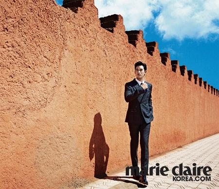Mỹ nam xứ Hàn Kim Soo Hyun tạo dáng điệu đà ở Morocco