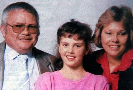 Charlie bên bố và mẹ ruột