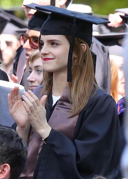 Cô phù thủy nhỏ Emma Watson xinh đẹp trong lễ tốt nghiệp