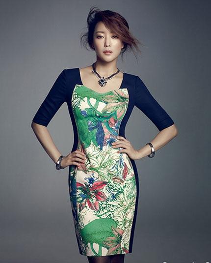 Hiện tại, Kim Hee Sun vẫn được xem là một trong những ngôi sao trẻ đẹp nhất làng giải trí Hàn Quốc