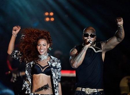 Natalie La Rose và Flo Rida cùng biểu diễn trên sân khấu