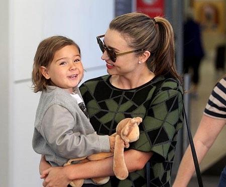 Siêu mẫu Miranda Kerr hạnh phúc bên con trai đáng yêu