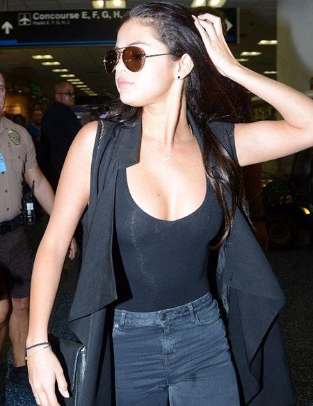 Hậu tin đồn nâng ngực, Selena Gomez mặc khiêu khích hơn