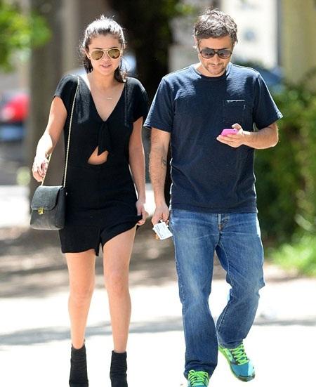Sáng 13/7, Selena có hẹn bàn công việc với đạo diễn Harmony Korine của bộ phim
