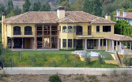 Ngôi biệt thự trị giá 11 triệu USD của Kim và Kanye West vẫn đang được sửa chữa