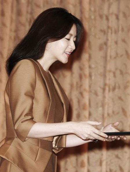 Lee Young Ae xuất hiện trong lễ nhận chức đại sứ du lịch tại Seoul, Hàn Quốc, ngày 13/8.