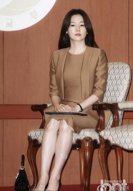 Lee Young Ae là một trong những mỹ nhân sở hữu nước da hoàn hảo và trắng mịn nhất xứ kim chi.