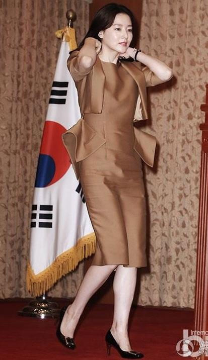 Lee Young Ae được chọn là gương mặt đại diện cho một dòng mỹ phẩm cao cấp tại Hàn Quốc.