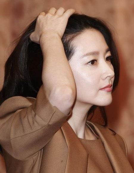 Cận cảnh làn da đáng ngưỡng mộ của mỹ nhân ngoài tứ tuần xứ Hàn.