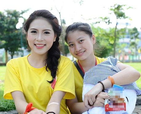 Á hậu Lò Thị Minh (trái) là đại sứ của ngày hội hiến máu