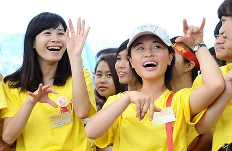 Nụ cười rạng ngời của các tình nguyện viên trẻ tuổi