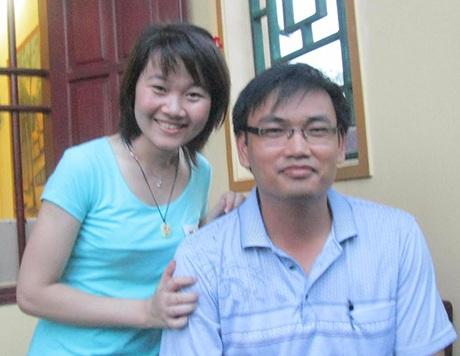 Nguyễn Thị Bích Diệp và thầy giáo Bí thư trường