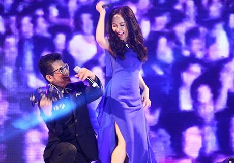 Thanh Bjach múa phụ hoạ cho Phương Linh
