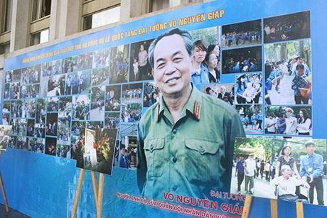 Hơn 100 bức ảnh nói lên tình cảm của giới trẻ với Đại tướng Võ Nguyên Giáp và ngược lại