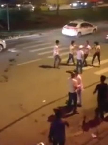 Cảnh hỗn chiến trên đường Trần Duy Hưng