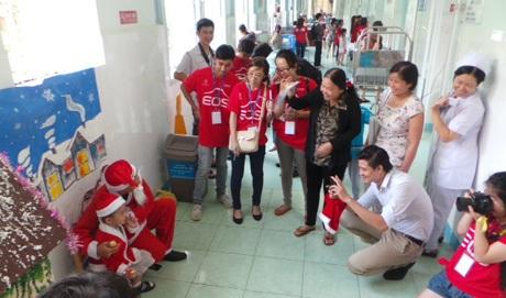1.000 nhiếp ảnh gia chụp ảnh Giáng sinh miễn phí cho trẻ em, người nghèo