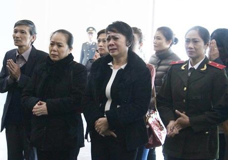 Ba nữ nghệ sĩ Ngọc Bích và Hương Dung, Hoàng Lanbày tỏ niềm tiếc thương vô hạn