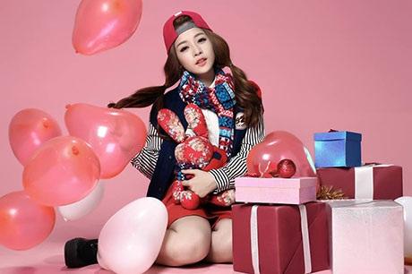 Chi Pu khoe ảnh Noel phong cách kẹo ngọt trên Facebook