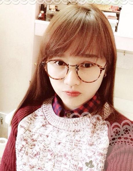 Dương Ý Như - hot girl Ngoại giao có giọng hát ngọt ngào