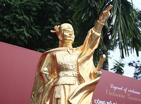 4 bức tượng nhìn ở cự li gần