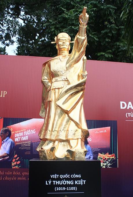 Bức tượng danh tướng Lý Thường Kiệt