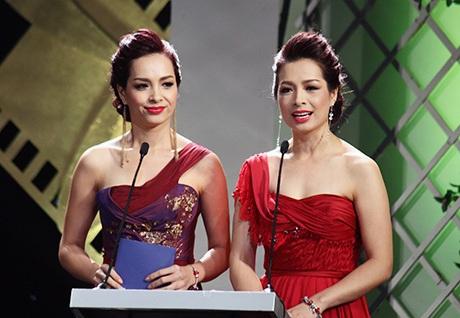 Vợ chồng diễn viên Trương Ngọc Ánh - Bảo Sơn lên sân khấu công bố giải