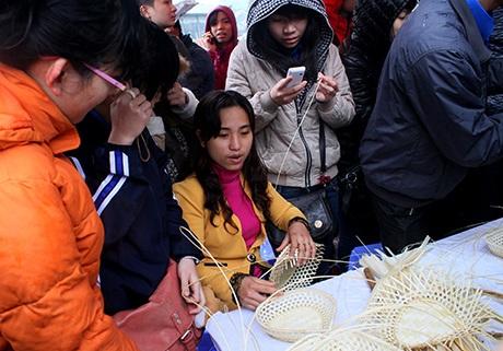 Các gian trình diễn nghệ thuật đan lát truyền thống