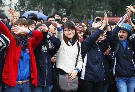 được khán giả hưởng ứng nhiệt tình dù trời mưa rét