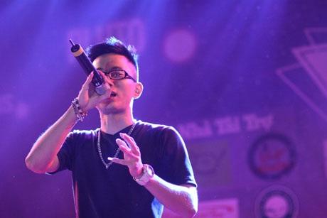 Rapper Rhymastic khuấy động sân khấu